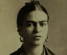 Few females in history have the power to resonate with almost all audiences quite like Frida Kahlo.  MORE: 6 Fashion Trends Frida Kahlo Started The Mexican artist dished out some of the most useful pieces of advice that can help you through almost anything. Here are five life lessons the brilliant painter taught us: