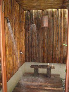 outdoor shower enclosures patio design garden landscape wood flooring Source by egonzalesrengifo Outdoor Toilet, Outdoor Baths, Outdoor Bathrooms, Bamboo Bathroom, Tropical Bathroom, Bamboo House Design, Patio Design, Outside Showers, Outdoor Showers