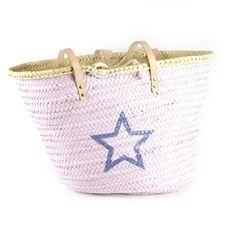 Capazo pintado a mano en rosa con estrella hueca en azul plomo. Tamaño idela para ir a la playa. precio: 36€