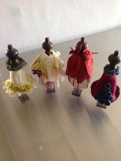 Filtered kjoler på gamle gardinknopper