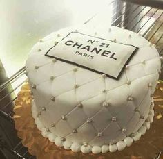 Chanel cake Haute Cakes Bella Donna's Luxury Designs