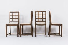 CHAISES EN CHENE ET TISSU VELOURS CHINE BEIGE 1950 SET DE 4, disponibles sur  https://www.galerie44.com/collection/nouveaut%C3%A9s-du-mois/chaises-en-chene-et-tissu-velours-chine-beige-1950-set-de-4-details