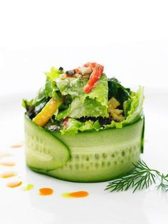 Emplatados de ensaladas que te van a sorprender / Salads plating. Gourmet Food Plating, Gourmet Salad, Gourmet Foods, Healthy Gourmet, Gourmet Desserts, Vegetarian Recipes, Cooking Recipes, Healthy Recipes, Salad Presentation