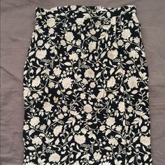 Knee length skirt This gorgeous skirt fits beautifully and sits right at the knee. Classy and cute Skirts Midi