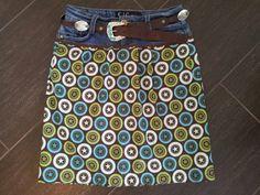 Una forma original para reciclar pantalones usados.Una falda versátil