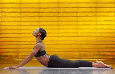 Die Bauchmuskeln dehnen mit dieser Pilates-Übung.