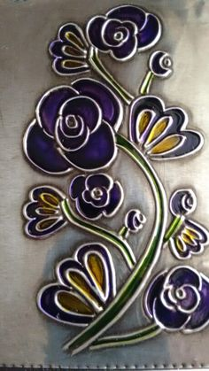 Flores repujadas en falso vitral