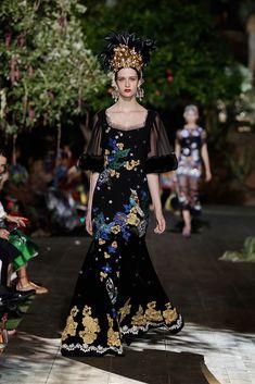 Carmen Miranda evening wear. Dolce & Gabbana Alta Costura Otoño/Invierno 2015-2016