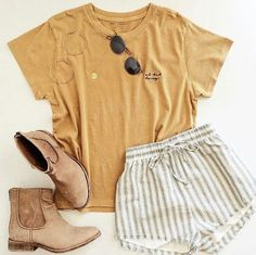 If you don't think this yellow top with these shorts and shoes, is adorable, you should see a doctor 👩🏼⚕️