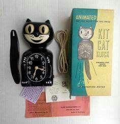 ✅ Colorful wooden cat clock by Susan Wright. Clock runs on battery. Vintage Love, Retro Vintage, Vintage Stuff, Kit Kat Clock, Cat Clock, Cool Clocks, Ideas Para Organizar, Vintage Kitchenware, Teen Room Decor