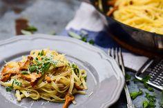 Szuper egyszerű és gyors, őszi különlegesség, rókagombával, zsályával és sok-sok parmezánnal! :) Ravioli, Tortellini, Gnocchi, Spaghetti, Ethnic Recipes, Food, Lasagna, Essen, Meals