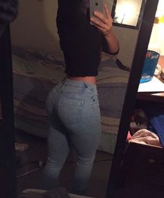 Don't get me wrong I love my little size 3 petite shape but mannnnn I would love for my booty to look like this!Pin by Beauty Tips & Tricks on Mode 2019 in and save images from the Motivation🍃💪 collection by V on We Heart It, your ever Fitness Workouts, Fitness Goals, Body Motivation, Body Inspiration, Fitness Inspiration, Booty Goals, Thick Body, Slim Thick, Foto Casual