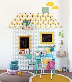 DIY pour les kids : maison en papier peint sur un mur de chambre d'enfant - Marie Claire Idées