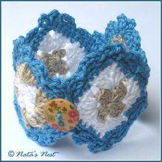 Natas Nest: Granny Square Bracelet – Free Crochet Pattern / Granny-Square-Armband – Kostenlose Häkelanleitung