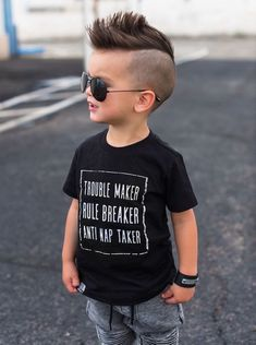 coupe garcon a la mode coiffure footballeur enfant 2 ans crete dessus cotés courts
