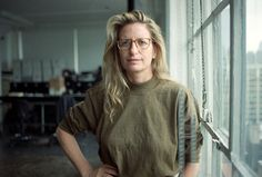 27 Inspiring Portraits of Famous Artists in Their Creative Zones - Annie Leibovitz