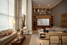 A sala de estar de pé-direito triplo