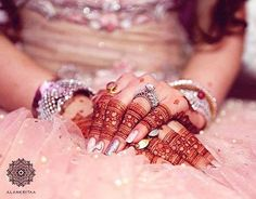 Henna, or mehndi, is a very important part of Indian culture. It is extensively used by women to decorate their hands and feet during marriages or other… Indian Mehndi Designs, Stylish Mehndi Designs, Mehndi Designs For Girls, Wedding Mehndi Designs, Mehndi Designs For Fingers, Mehandi Designs, Finger Henna Designs, Henna Tattoo Designs, Henna Mehndi