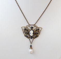 Elegante SchmetterlingsHalskette mit Kamee vintage von Schmucktruhe, €24.00
