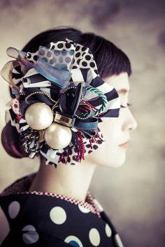 【ハルカス】帯留めにもなるレトロ派手ブローチ|peg by Cosmo *handmade*ビーズ刺繍*