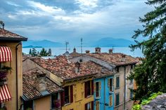 https://flic.kr/p/XDEfTz | Lake View Over Old Town | Desenzano del Garda, Italy