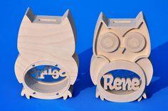 Tirelire avec son propre modèle de nom Owl 2. Wooden Gifts, Wooden Art, Wooden Decor, Penny Bank, Wood Carving Art, Home Decor Signs, Money Box, Scroll Saw, Wood Toys
