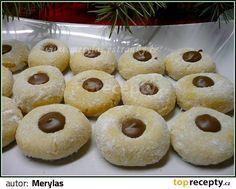 Arašídy jemně nastrouháme, všechny sypké ingredience smícháme, přidáme na menší kusy nakrájené ztuhlé máslo nebo heru, žloutky a rukou zaděláme... Le Chef, Bottle Crafts, Doughnut, Nutella, Oreo, Mousse, Biscuits, Food And Drink, Cookies