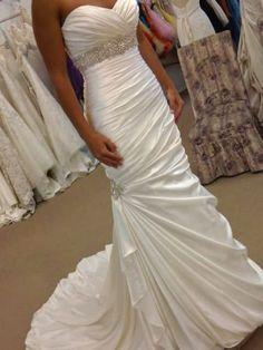 wedding dress... Oh I like this one a lot!