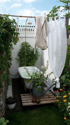 bathroom tub Water adds whimsy in this small space makeover Outdoor Bathtub, Outdoor Bathrooms, Outdoor Rooms, Outdoor Gardens, Outdoor Living, Outdoor Decor, Rustic Outdoor, Outside Showers, Outdoor Showers