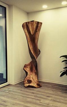 Stamm eines Walnußbaumes
