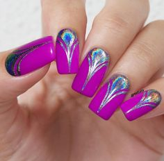 Here is also used for drawing patterns on nails holographic powder.