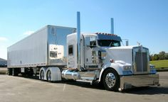 Kenworth custom with matchin reefer Show Trucks, Big Rig Trucks, Custom Big Rigs, Custom Trucks, Heavy Construction Equipment, Large Truck, Semi Trailer, Peterbilt Trucks, Peterbilt 386