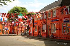 When you're Dutch and you don't like the colour orange, you have a serious problem. There is no escaping our sunny national colour! #greetingsfromnl #wk2014 #FiFaWorldcup2014 #brasil2014 #oranje #voetbal #holland