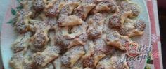 Recept Miminka - linecké koláčky s oříškovou náplní Cookies, Chicken, Desserts, Crack Crackers, Tailgate Desserts, Deserts, Biscuits, Postres, Cookie Recipes