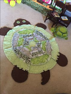 Turtle Rag Quilt-- no pattern in link, find or use as inspiration Flannel Rag Quilts, Baby Rag Quilts, Kid Quilts, Quilting Projects, Quilting Designs, Sewing Projects, Cute Quilts, Easy Quilts, Fabric Crafts