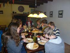 Gezellig eten, met véél mensen aan tafel