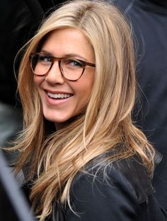 Jennifer Aniston wearing square tortoise reading glasses. simply gorgeous