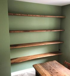 Oak shelves with a live edge, mounted on all 3 walls for extra sturdiness. Custom made out of sustainable European wood in the centre of Amsterdam. Live Edge Shelves, Oak Shelves, Basement House, Wall Bookshelves, Family Room, Projects To Try, Sweet Home, New Homes, Living Room