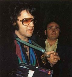 April 23, 1971:  - Elvis met fans outside his home at 1174 Hillcrest Rd. - Beverly Hills, California