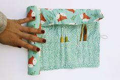 Crochet Hook Case, Crochet Hooks, Crochet Projects, Sewing Projects, Sewing Pockets, Crochet Diy, Sewing Crafts, Diy And Crafts, Christmas Crafts