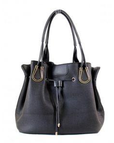 Jolie sac seau de la marque Tom & Eva a effet cuir  très élégant pour vous. Grâce à sa matière en tissu synthétique, polyester et métal, ce sac vous permettra de mettre en valeur votre style.