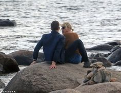 Pin for Later: Taylor Swift and Tom Hiddleston Pack On the PDA While Sweetly Sitting by the Ocean Taylor And Tom Hiddleston, Tom Hiddleston Girlfriend, Tom Hiddleston Loki, Photos Of Taylor Swift, Tom Taylor, Perfect Relationship, Thomas William Hiddleston, Marvel Funny, Cursed Images