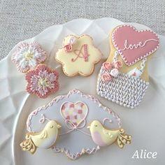 instacookies #edibleart #icing #icingcookies #アイシングクッキー #西宮 #アイシング #decoratedcookies #アイシングクッキー教室 #苦楽園口 #バレンタイン #royalicing #sugarcookies #西宮北口 #instafood #バレンタインクッキー #biscuits