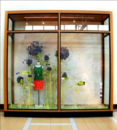 ANTHROPOLOGIE'S NATURALLY BLOOMING WINDOW DISPLAYS