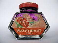 la bouteille d'encre, les doigts violets....