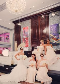 Destiantion Wedding - Riu Palace Mexico - Playa del Carmen, México - Weddings by RIU - Hotel lobby - Bride & bridesmaids