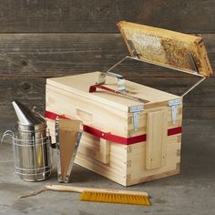 Build Your Own: Bee Hive Stand - Show Me The Honey ...