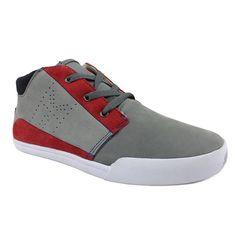 Peligro.  Oryginalne szare zamszowe buty sportowe z czerwonymi detalami.   Cena: 179 zł