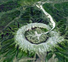 Гора Кондер в Хабаровском крае. Богато платиной. Идеально круглая форма и отсутствие растительности