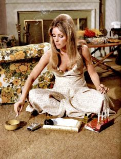 Sharon Tate multitasking in Valley of the Dolls (1967)
